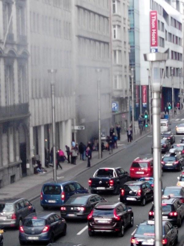 Hiện trường vụ nổ ở nhà ga tàu điện Maalbeek. Ảnh: Serge Massart/Twitter