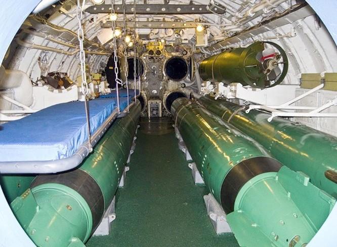 Video học viên tàu ngầm Nga tập thoát hiểm qua ống phóng ngư lôi ảnh 3