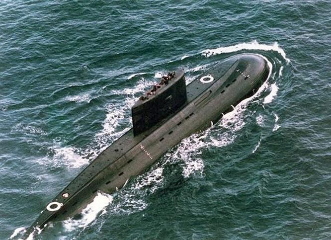 Video học viên tàu ngầm Nga tập thoát hiểm qua ống phóng ngư lôi ảnh 6
