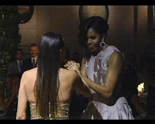 Video Tổng thống Obama nhảy Tango điệu nghệ cùng vũ công xinh đẹp ảnh 1