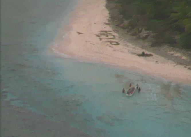 Máy bay tuần biển P-8 Mỹ cứu 3 người trôi dạt vào đảo hoang ảnh 3