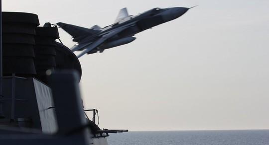Nga bác chỉ trích về vụ Su-24 áp sát tàu chiến Mỹ ảnh 1