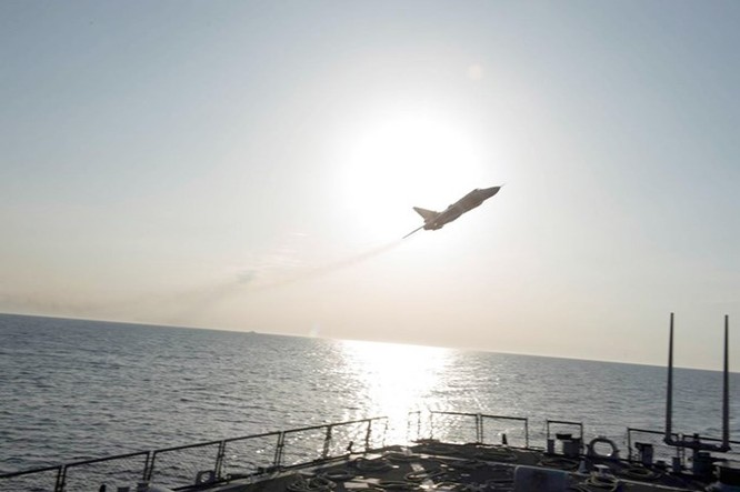 Donald Cook, tàu chiến Mỹ bị Su-24 Nga 'quấy rối' suốt 2 năm ảnh 1