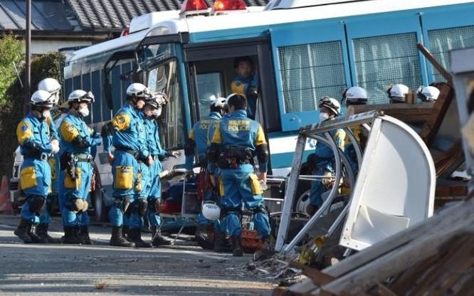 Lực lượng cứu hộ đã làm việc xuyên đêm để tìm kiếm những người được cho là bị mắc kẹt trong các đống đổ nát. Ngoài ra, lính cứu hỏa cũng được điều động để dập tắt một số đám cháy có khả năng là do động đất gây ra.