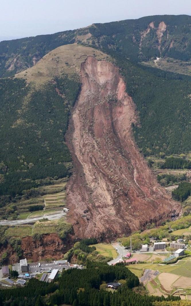 Cảnh lở đất kinh hoàng tại tỉnh Kumamoto
