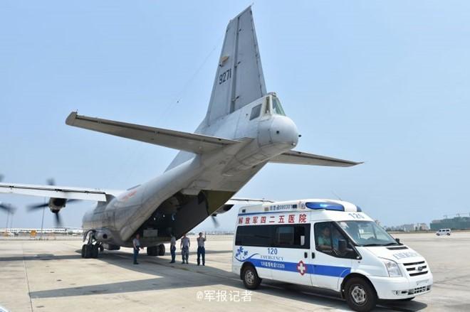 Phi cơ quân sự Trung Quốc hạ cánh phi pháp xuống đá Chữ Thập ảnh 2