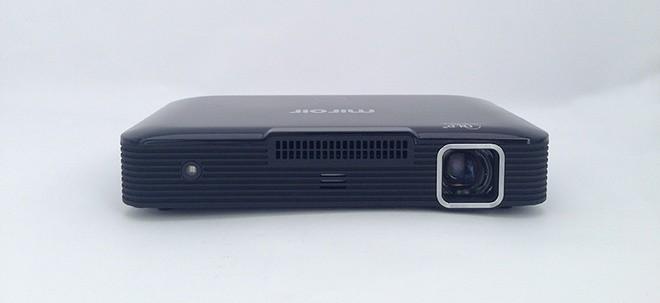 Máy chiếu 100 inch có kích thước như ổ cứng di động ảnh 2