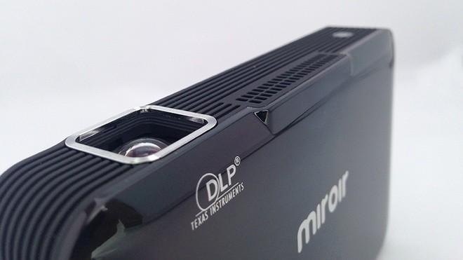 Máy chiếu 100 inch có kích thước như ổ cứng di động ảnh 4