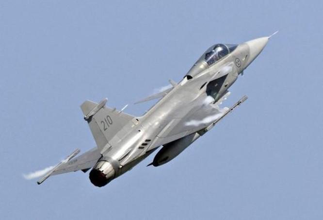 Malaysia nên chọn tiêm kích Su-35 thay vì Gripen ảnh 1