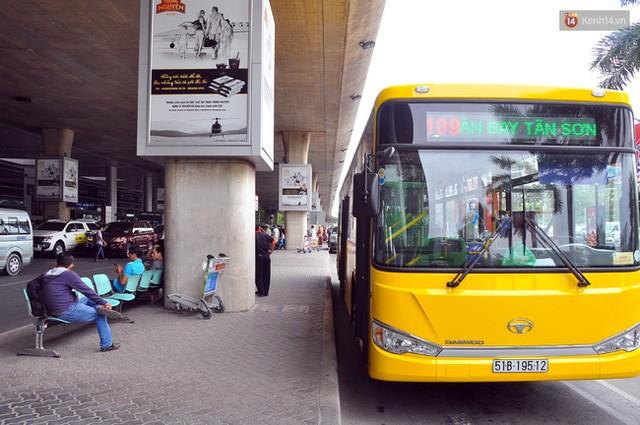 """Xe buýt """"5 sao"""" ở sân bay Tân Sơn Nhất: Tây khen, ta... chê? ảnh 1"""