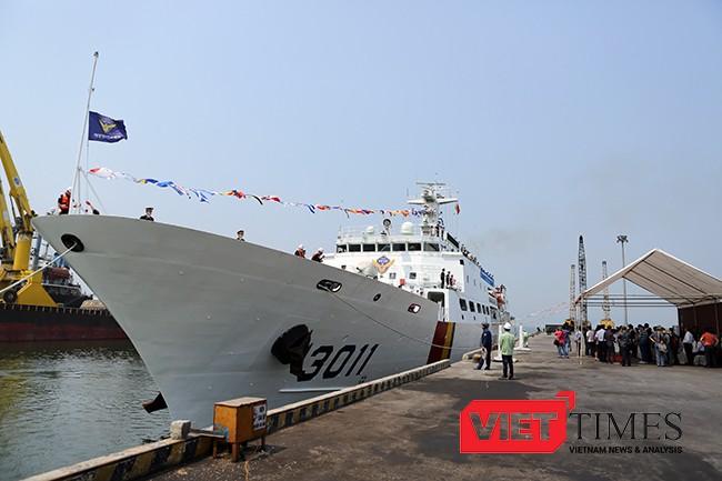 Tàu BADADO, hô hiệu 3011HAM cập cảng Đà Nẵng