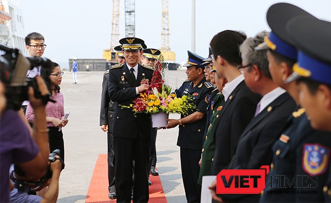 Lễ đón được cử hành ngay tại cầu cảng