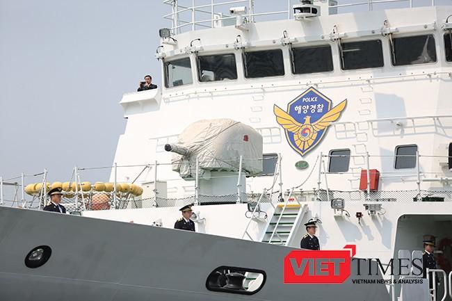 Tàu được trang bị pháo hạm phía mũi