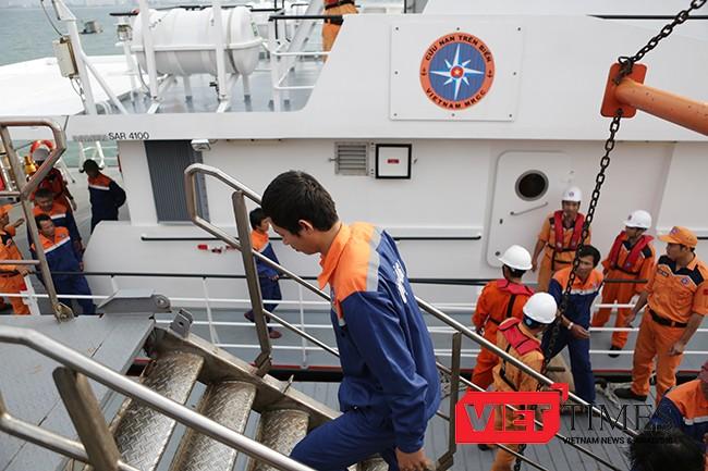 Lần lượt 34 ngư dân trở về nguyên vẹn