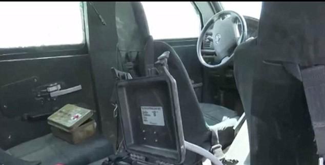 Video Xe chở đặc nhiệm SEAL bị đạn IS găm nát ảnh 2