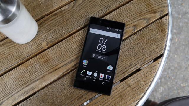 Hè này hãy an tâm đi bơi cùng loạt smartphone chống nước sau đây ảnh 3