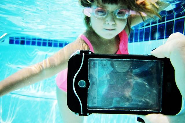 Hè này hãy an tâm đi bơi cùng loạt smartphone chống nước sau đây ảnh 6