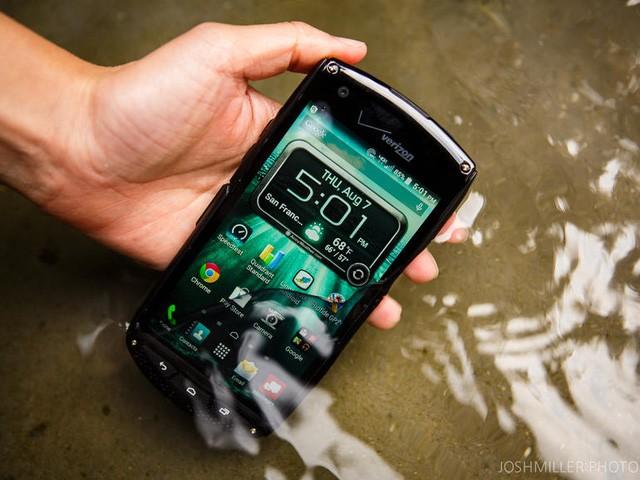 Hè này hãy an tâm đi bơi cùng loạt smartphone chống nước sau đây ảnh 4