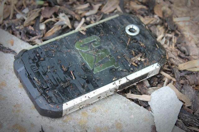 Hè này hãy an tâm đi bơi cùng loạt smartphone chống nước sau đây ảnh 5
