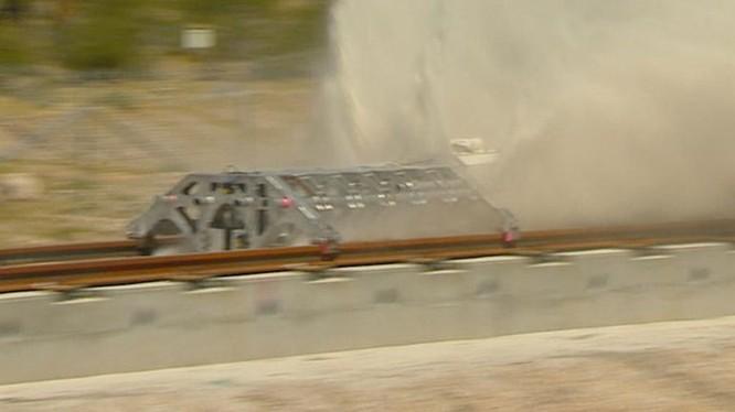 Video vụ thử tàu lửa siêu tốc Hyperloop đầu tiên đã thành công ảnh 1