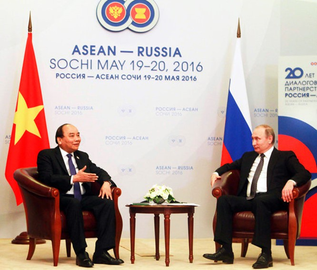 Thủ tướng Nguyễn Xuân Phúc hội kiến Tổng thống LB. Nga Putin ảnh 1