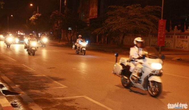 21h31: Chuyên cơ đã hạ cánh, Tổng thống Mỹ Obama bắt đầu chuyến thăm Việt Nam ảnh 1