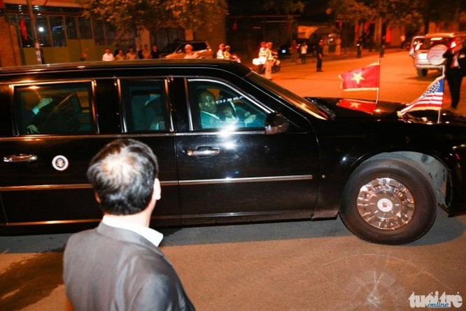 21h31: Chuyên cơ đã hạ cánh, Tổng thống Mỹ Obama bắt đầu chuyến thăm Việt Nam ảnh 4