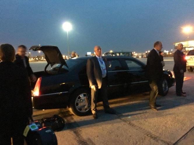 21h31: Chuyên cơ đã hạ cánh, Tổng thống Mỹ Obama bắt đầu chuyến thăm Việt Nam ảnh 24