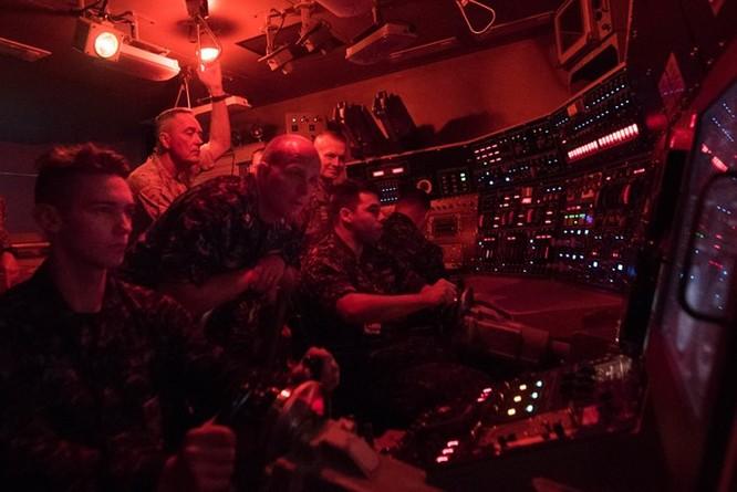 Cuộc sống bên trong một tàu ngầm hạt nhân Mỹ ảnh 8