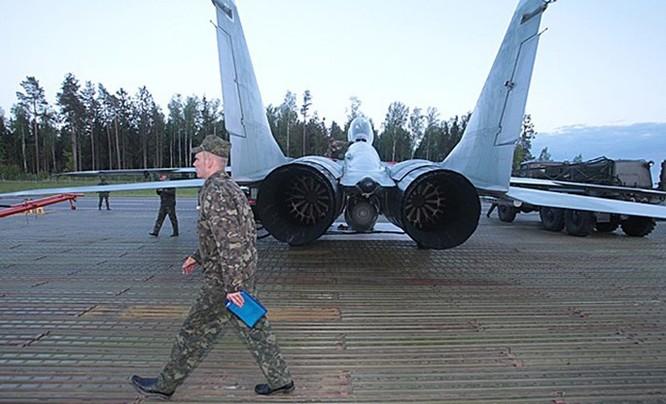 Video MiG-29 không quân Belarus cất, hạ cánh trên quốc lộ ảnh 4