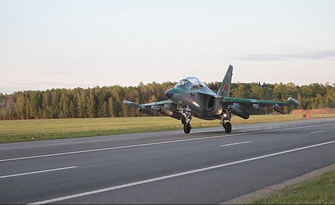Video MiG-29 không quân Belarus cất, hạ cánh trên quốc lộ ảnh 1