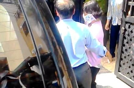 """Con gái """"sếp"""" hải quan """"tiếp tay"""" buôn lậu qua sân bay Tân Sơn Nhất ? ảnh 1"""