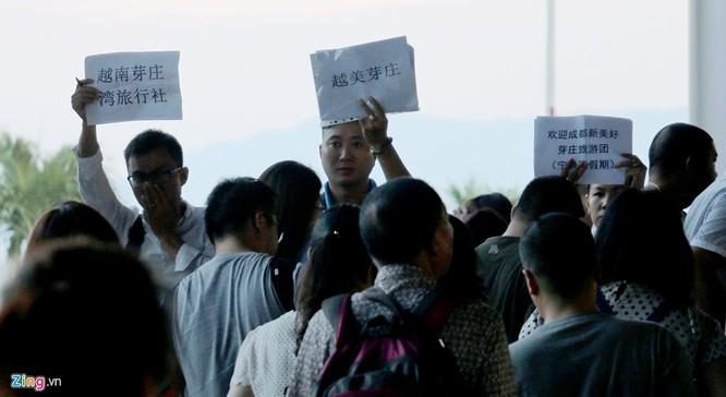 Sân bay Cam Ranh đông nghẹt khách Trung Quốc ảnh 10