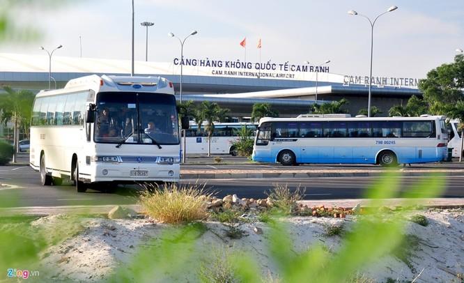 Sân bay Cam Ranh đông nghẹt khách Trung Quốc ảnh 1