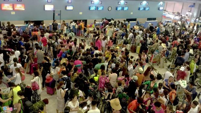Sân bay Cam Ranh đông nghẹt khách Trung Quốc ảnh 3
