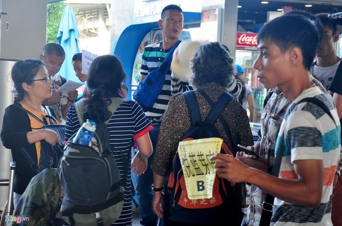 Sân bay Cam Ranh đông nghẹt khách Trung Quốc ảnh 7