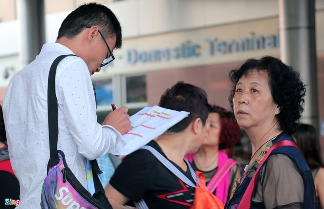 Sân bay Cam Ranh đông nghẹt khách Trung Quốc ảnh 8