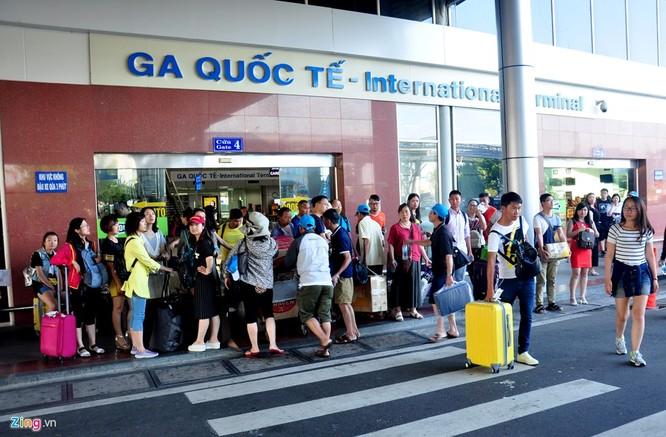 Sân bay Cam Ranh đông nghẹt khách Trung Quốc ảnh 9