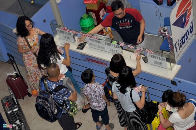 Sân bay Cam Ranh đông nghẹt khách Trung Quốc ảnh 4