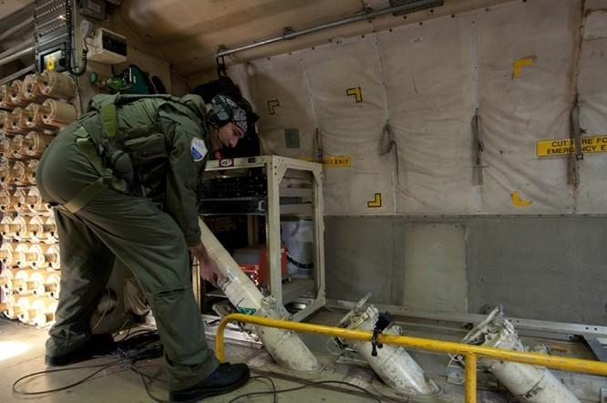 Video bay trên máy bay tuần biển và săn ngầm P-3 Orion Việt Nam sắp mua ảnh 2