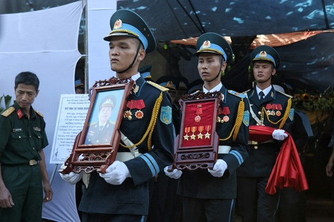 Truy tặng Huân chương Bảo vệ Tổ quốc cho đại tá Khải ảnh 1