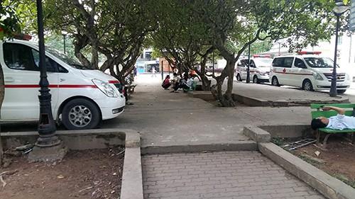 'Luật ngầm' giữa bệnh viện với hãng taxi và xe cứu thương ảnh 2