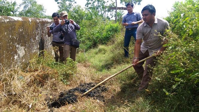 Dân biết Formosa đổ thải từ lâu, nhưng Sở TN-MT nghĩ bùn thường... ảnh 1