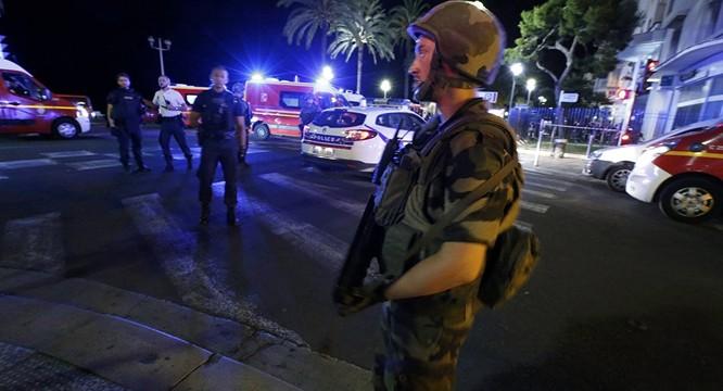Tấn công khủng bố kinh hoàng tại Nice, ít nhất 73 người chết ảnh 1