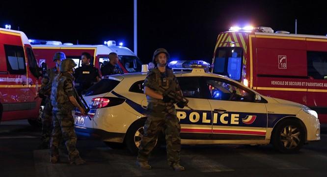 Tấn công khủng bố kinh hoàng tại Nice, ít nhất 73 người chết ảnh 2
