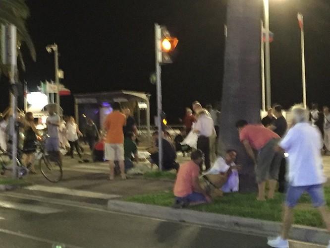 Tấn công khủng bố kinh hoàng tại Nice, ít nhất 73 người chết ảnh 3