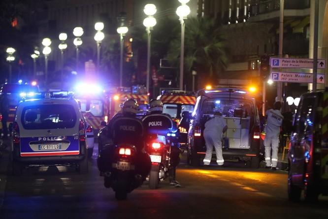 Tấn công khủng bố kinh hoàng tại Nice, ít nhất 73 người chết ảnh 5