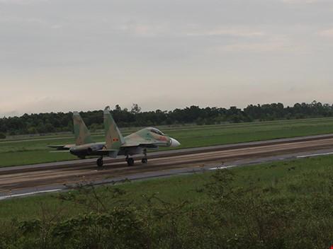 Tiêm kích Su-30MK2 và máy bay Casa 212 đã cất cánh trở lại ảnh 3