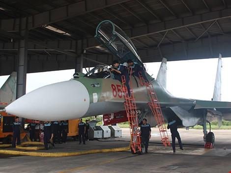 Tiêm kích Su-30MK2 và máy bay Casa 212 đã cất cánh trở lại ảnh 1