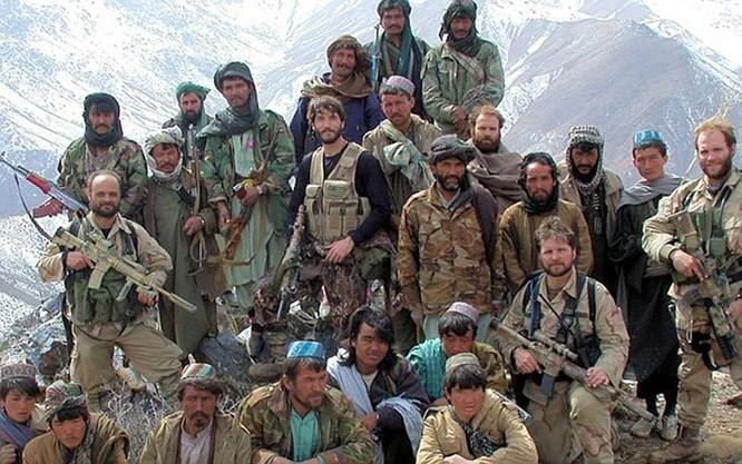 Bị bỏ lại, lính Mỹ bị thương vẫn tay không hạ 2 lính al-Qaeda trước khi chết ảnh 1